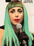 Гага със синьо-зелена коса