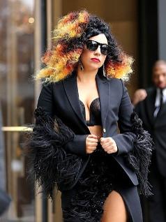 Лейди Гага с огнена прическа